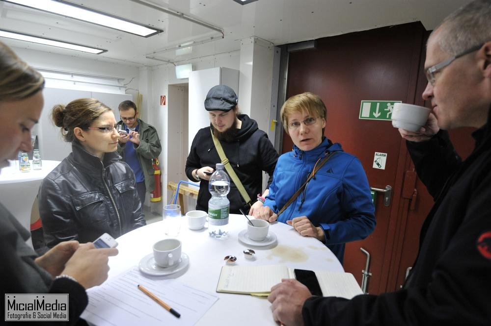 Dr. Iris Gebauer (rechts), Expertin für Dunkle Materie und Kosmische Strahlung. Mit dem AMS-02-Detektor an der ISS beteiligt.