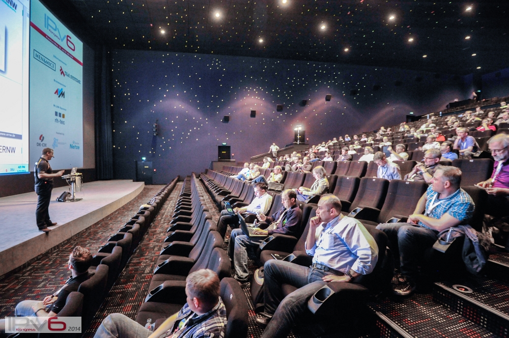(c) Michael M. Roth, MicialMedia | Präsentation im Kinosaal