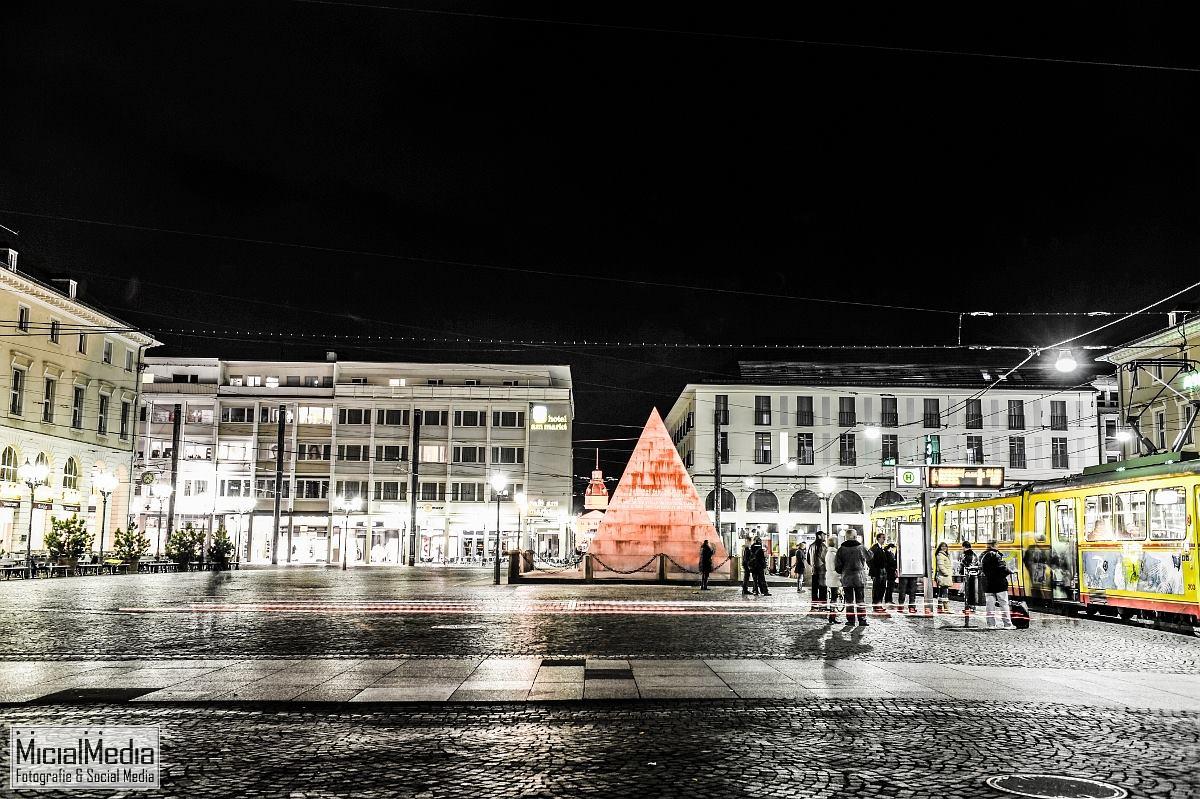 Marktplatz Karlsruhe mit inzwischen historischer Linienführung der Tram | Foto: Michael M. Roth, MicialMedia