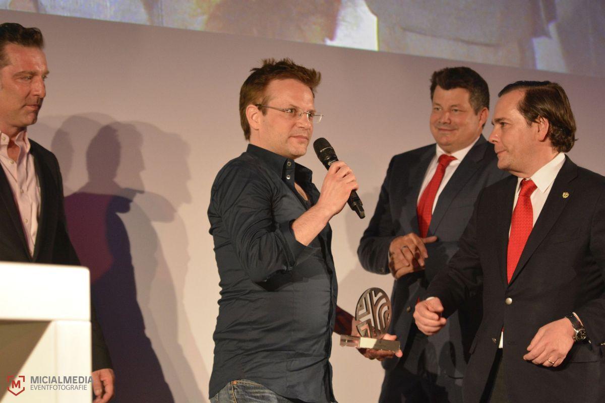 Video Art Award vlnr: Leo Kuelbs (Kurator), Vadim Schäffler (Gewinner), NH Central Europe: Stephan Demmerle, NH CEO Federico J. González Tejera